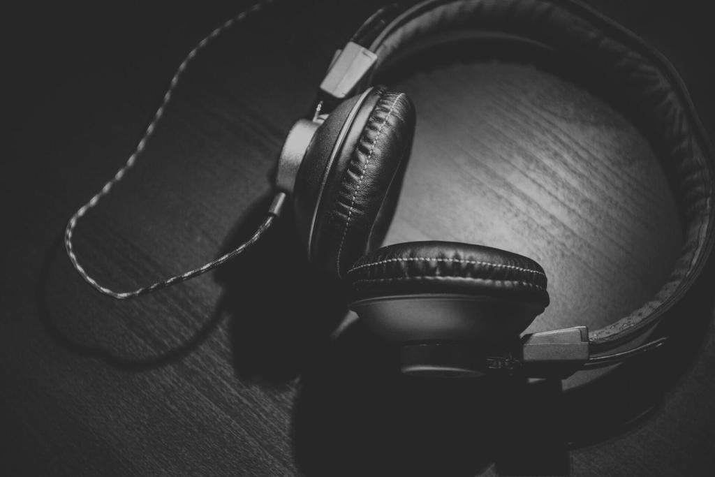 Kopfhörer auf Schreibtisch